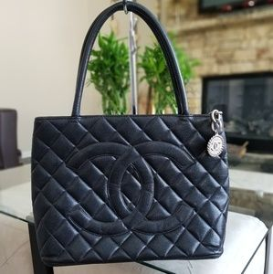 Chanl  Medallion Caviar Quilted Tote